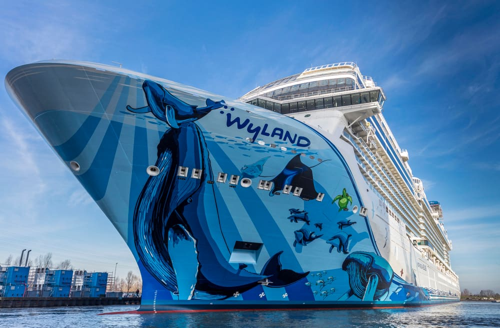 Watch as Norwegian Bliss is Waterborne for the First Time